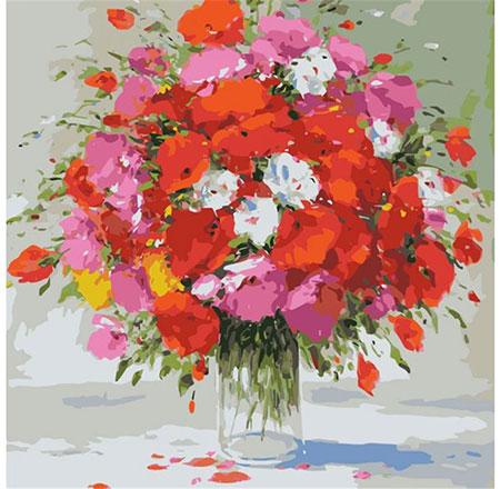 Vase mit roten und weißen Sommerblumen